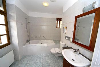 bathroom of the suite no.4